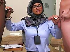 Arab playgirl acquires pussylicking